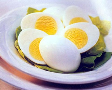 35. hard-boiled-egg-with-yellow-yolk