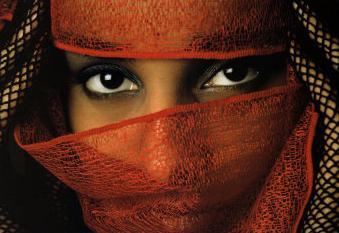 A veiled Tunisian woman, photograph by Matthias Stolt
