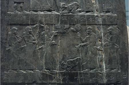 2chr22-black-obelisk